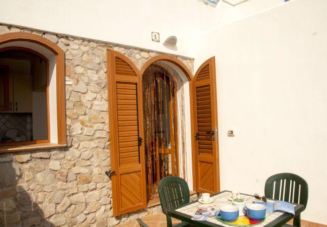 Appartamento a Ponza - I Conti 1001