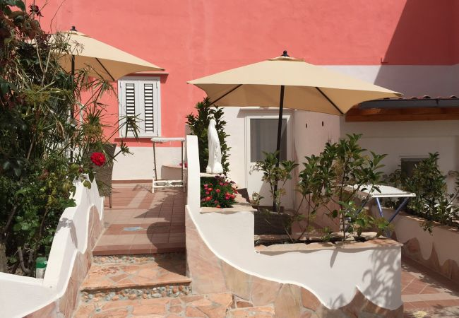 Affitto per camere a Ponza - da Laura matrimoniale rosa