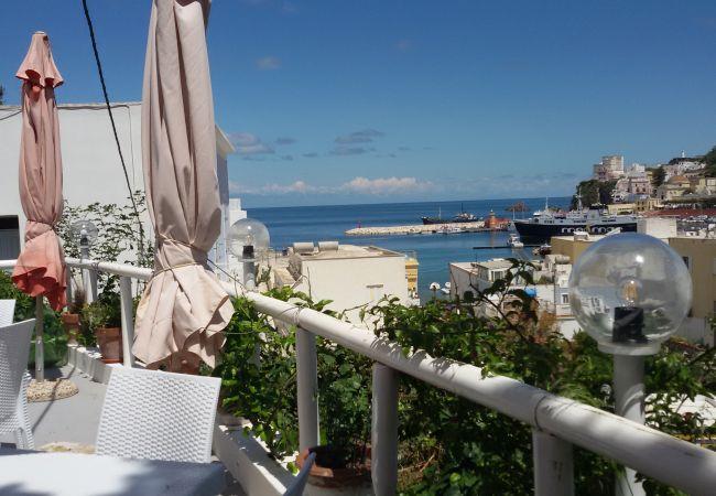 Affitto per camere a Ponza - b&b da Laura matrimoniale  gialla