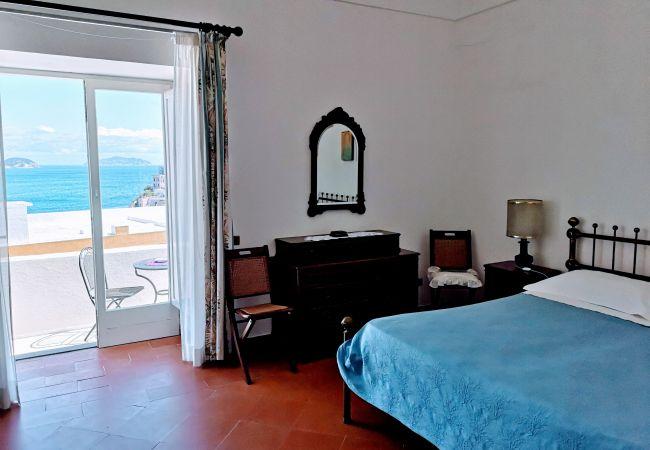 Zimmeranmietung in Ponza - La Maison Fiorita camere