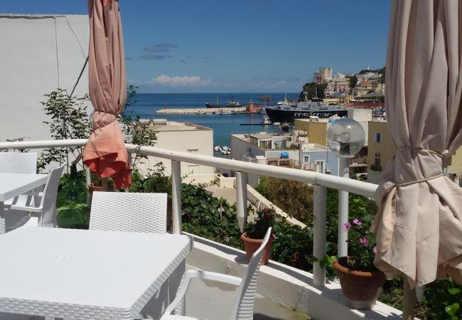 Rent by room in Ponza - b&b da Laura tripla verde