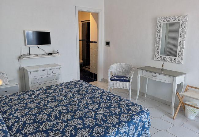 Rent by room на Ponza - b&b Casa d'aMare - Il Mare in una stanza -