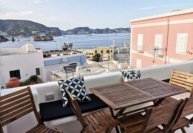 Rent by room на Ponza - Turistcasa - Mini Suite Corso Umberto 111